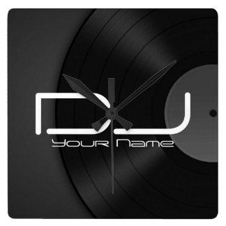 De Klok van de Muur van DJ met VinylAchtergrond