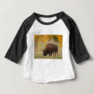 De Koe en het Kalf van de Buffels van AAutumn Baby T Shirts