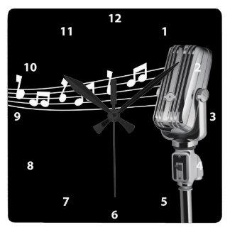 De koele Retro Microfoon & Klok van Muzieknoten