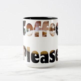 De koffie gelieve tot een kom te vormen tweekleurige koffiemok