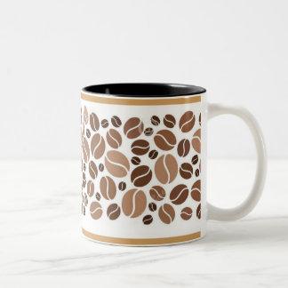 De koffie is een omhelzing in een mok:) tweekleurige koffiemok