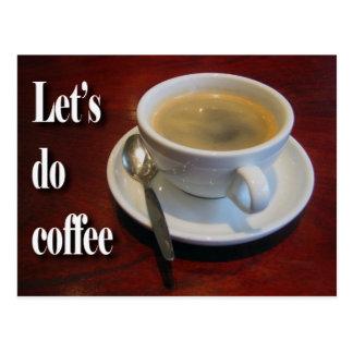 De kop van de koffie op houten lijst briefkaart