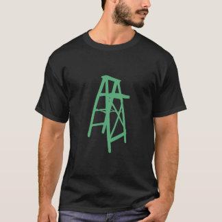 De Krijtstreep van de ladder op Zwarte T Shirt
