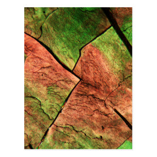 De kristallen van de zwavel onder een microscoop briefkaart