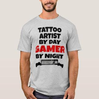 De Kunstenaar van het tattoo tegen Dag 's nachts T Shirt