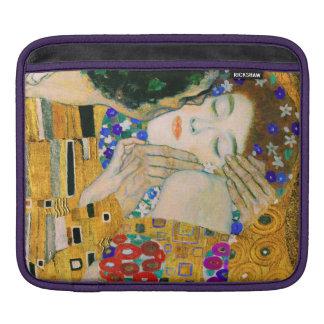 De kus door Gustav Klimt Beschermhoes Voor iPad