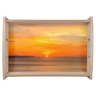 De Kust van de zonsondergang met Oranje Zon en Dienblad