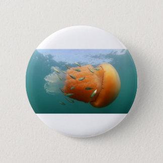 De Kwal van het vat zwemt met Makreel Ronde Button 5,7 Cm