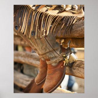 De laarzen van de cowboy op omheining 2 poster