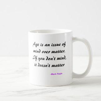 De leeftijd is een kwestie van mening over koffiemok