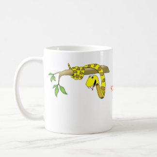 De leuke Gele Slang van de Cartoon in een Reptiel Koffiemok
