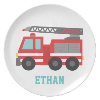 De leuke Rode Vrachtwagen van de Brand voor Kleine Diner Bord