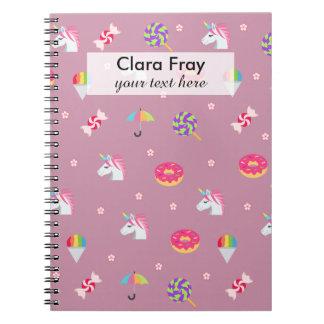 de leuke roze snoepjes van emojieenhoorns bloeit ringband notitieboek