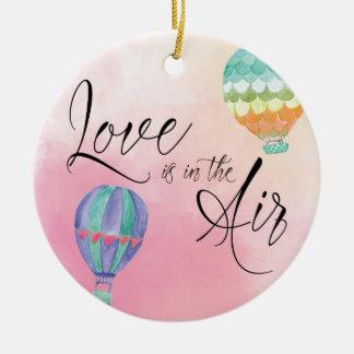 De liefde is in de lucht rond keramisch ornament