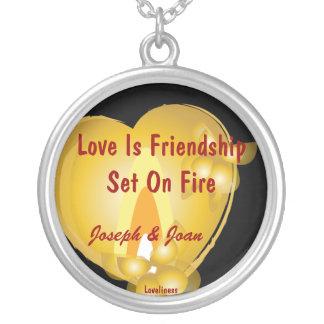 De liefde is Vriendschap op de Charme die van het  Ketting