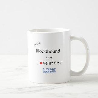 De Liefde van de bloedhond bij Eerste Lik Koffiemok