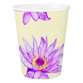 de lotusbloem bloemen romen met inkt besmeurd af papieren bekers