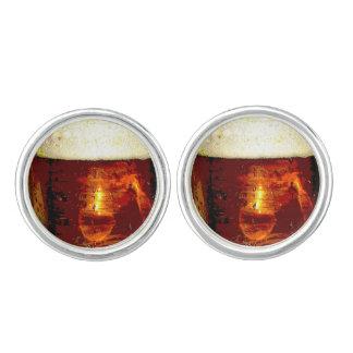 De Manchetknopen van het bier en van het Schuim