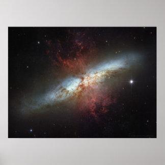 De Melkweg M82 24x18 van Starburst (33x25) Poster