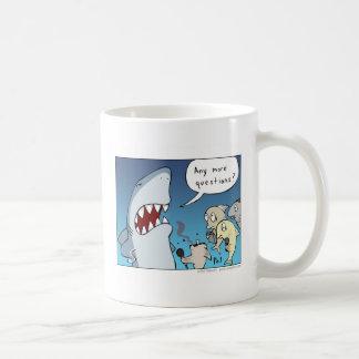 De mok van de de cartoonkoffie van de haai