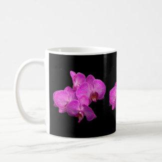 De mok van de de orchideeënkoffie van de lavendel