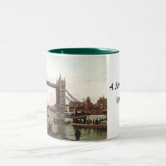 De Mok van de Herinnering van Londen - de Brug van
