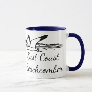 De mok van de koffie van de Lange strandgolf van