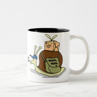 De Mok van de Koffie van de Post van de slak