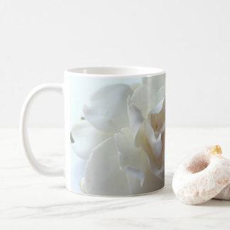 De Mok van de Koffie van gardenia (kaapjasmijn)