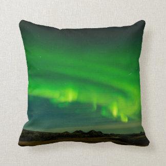 De mooie Groene noordelijke lichten van IJsland Sierkussen