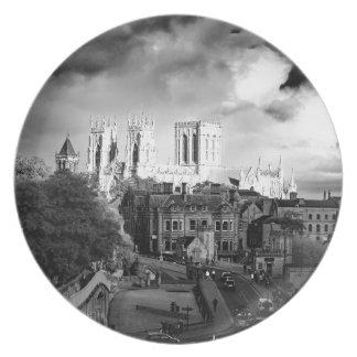 De Munster van York in de Zon Party Bord