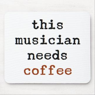 de musicus heeft koffie nodig muismatten