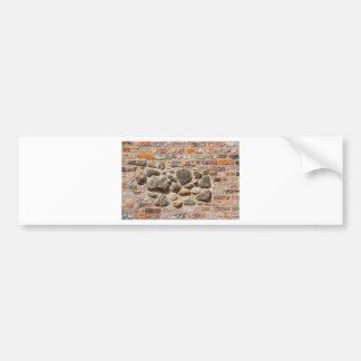 De muur van de baksteen en van de steen bumpersticker