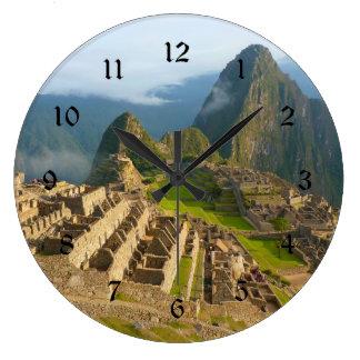 De muurklok van Picchu van Machu met zwarte Grote Klok