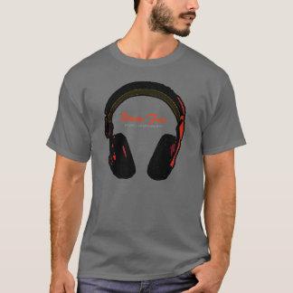 De muziekvermaak van DJ T Shirt