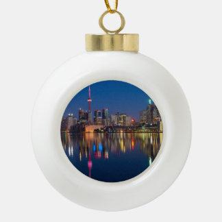 De nachtcityscape van Toronto Canada Keramische Bal Ornament