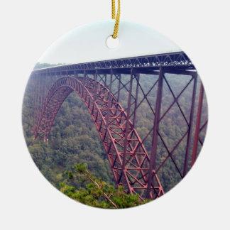 De nieuwe Brug van de Kloof van de Rivier Rond Keramisch Ornament