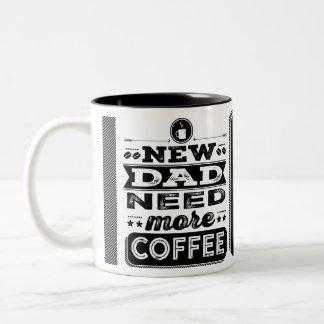 De nieuwe Papa heeft Meer Koffie (Grappige Nieuwe Tweekleurige Koffiemok
