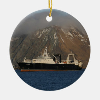 De Oceaan van Alaska, de Treiler van de Fabriek in Rond Keramisch Ornament