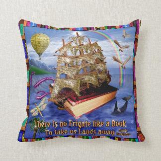De OceaanScène van het Schip van het boek met het Sierkussen