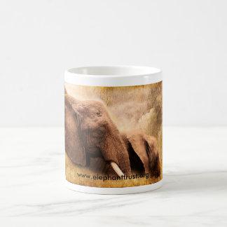 De Olifant van Amboseli van de druk van de kunst Koffiemok