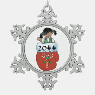 De ondergeschikte Donkere Huid van de Tin Sneeuwvlok Ornament