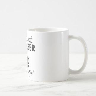 De onmiddellijke Ingenieur voegt enkel Koffie toe Koffiemok