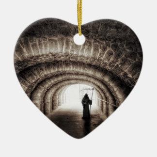 De onverbiddelijke Dood van de Maaimachine werpt Keramisch Hart Ornament