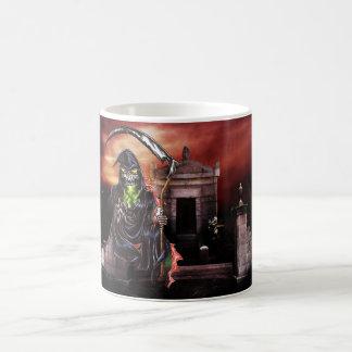 De Onverbiddelijke Maaimachine van het kerkhof Koffiemok