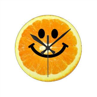 De oranje Klok van het Gezicht Smiley