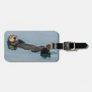 De otter die van het zee op terug in oceaan bagagelabel