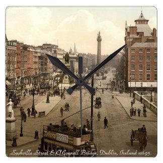 De oude klok van de muur van Dublin Ierland,