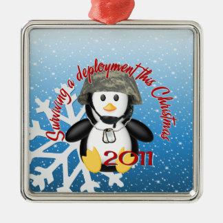 De overlevende Pinguïn van de Plaatsing 2011 Zilverkleurig Vierkant Ornament