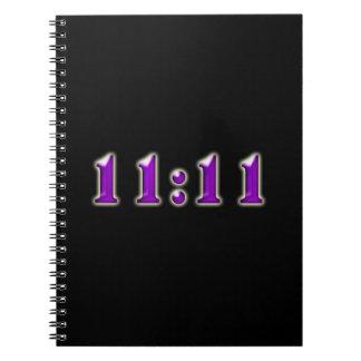 De paarse Aantallen van het 11:11 Ringband Notitieboek